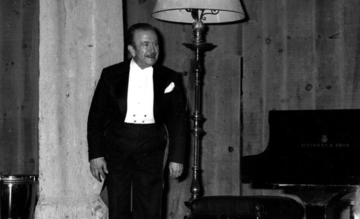 Claudio Arrau salue